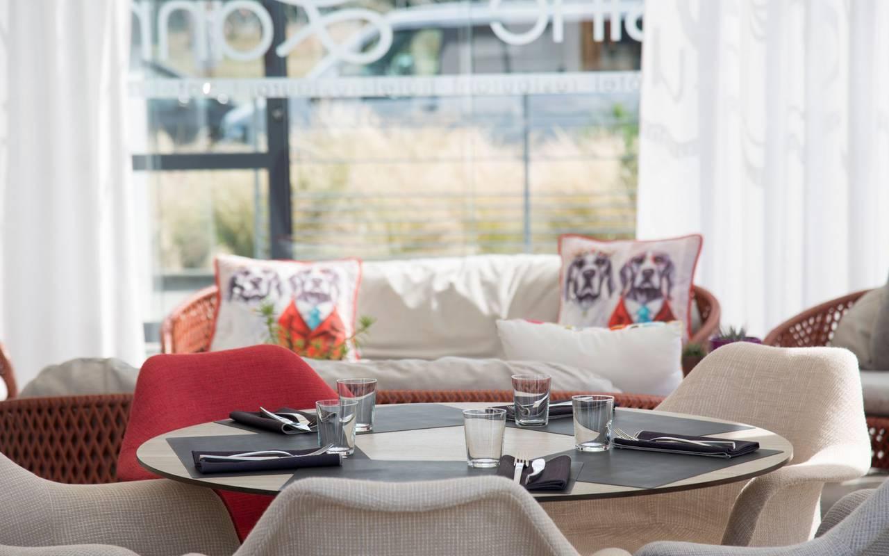 Visual of a table set up for the 3 star restaurant Coté Cuisine, hotel restaurant Carnac Morbihan