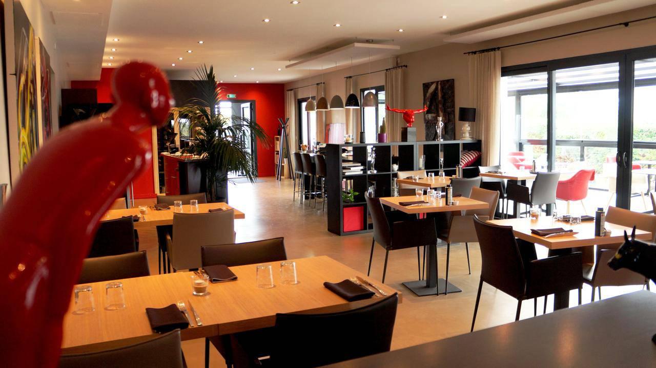 Interior view of the restaurant Coté Jardin, hotel restaurant Carnac Morbihan
