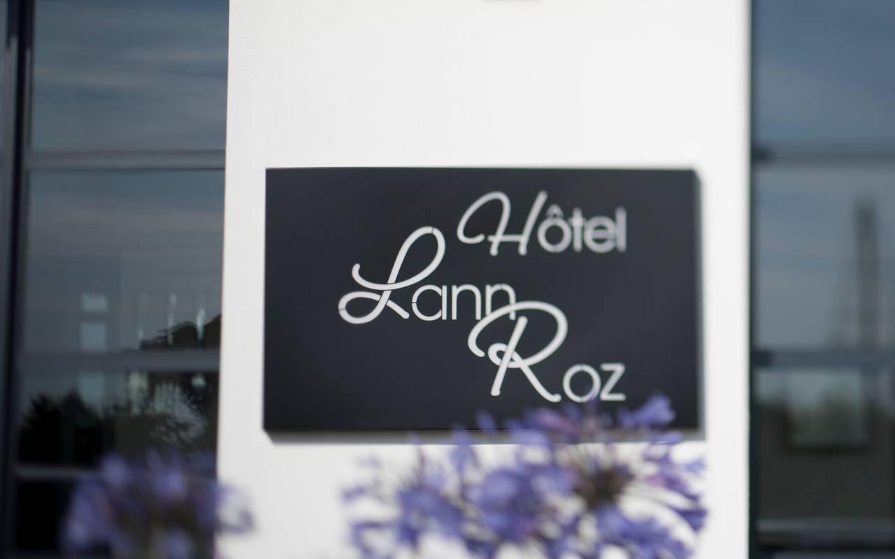 Détail de la plaque de l'hôtel Lann Roz situé à Carnac en Bretagne