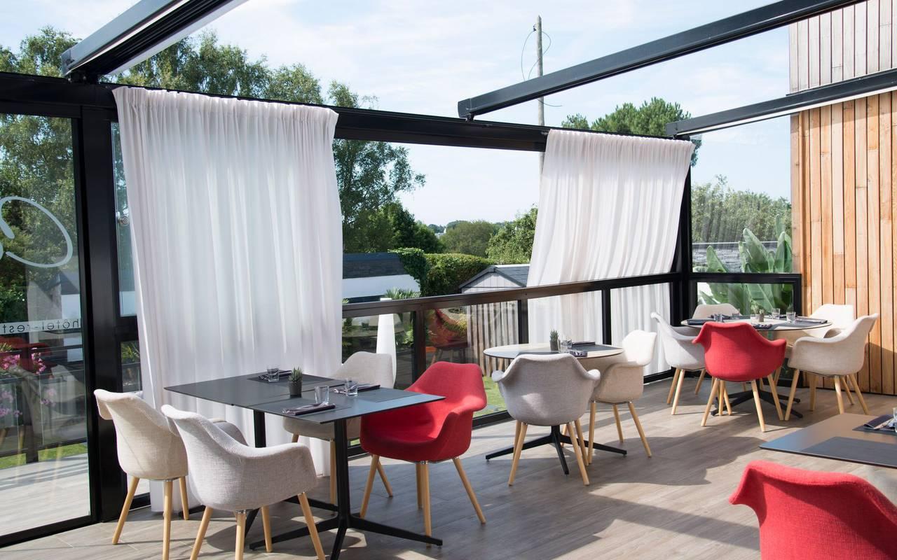 Vue extérieure de la terrasse de l'hôtel Lann Roz situé à Carnac, restaurant gastronomique étoilé Carnac Morbihan